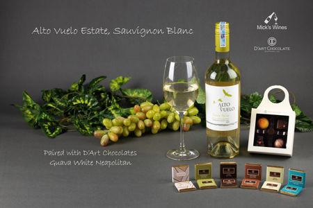 Alto Vuelo Estate, Sauvignon Blanc & Guava White Neapolitan 범주의 사진